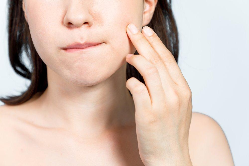 симптоми алергічного стоматиту