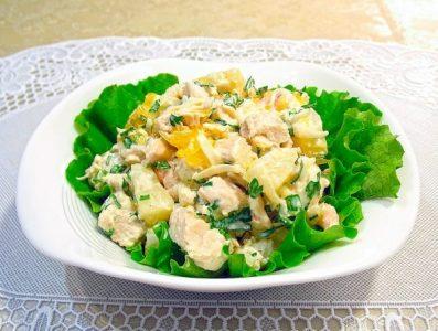 Салат з курячої грудки і пекінською капустою