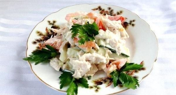 Смачний салат з куркою