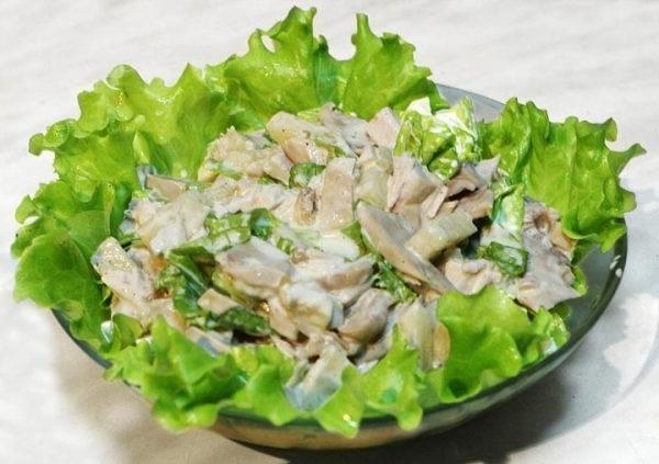 Салат з курячою грудкою і сиром