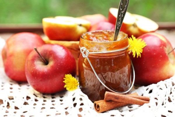 Ароматне яблучне варення з корицею
