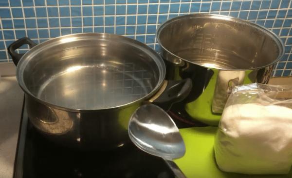 Закип'ятити воду на середньому вогні