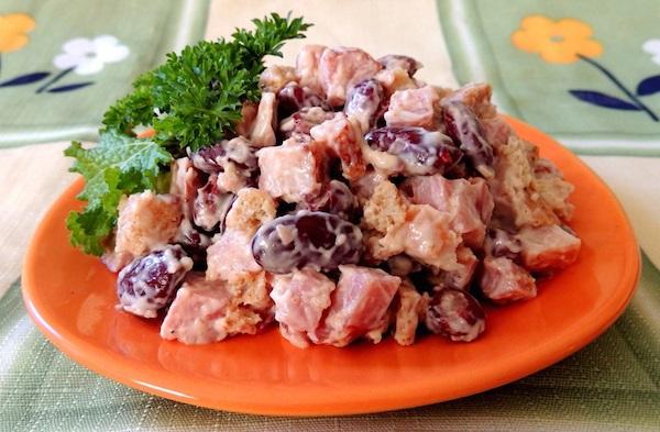 Салат з куркою і квасолею