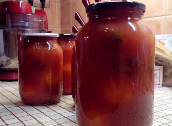 консервовані помідори у власному соку