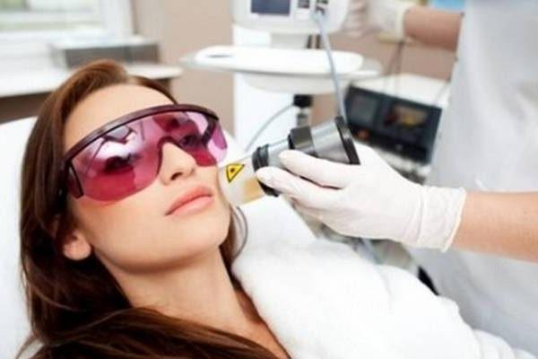 лазерна біоревіталізація обличчя