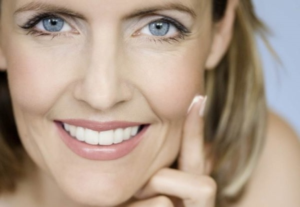 догляд за шкірою навколо очей після 40