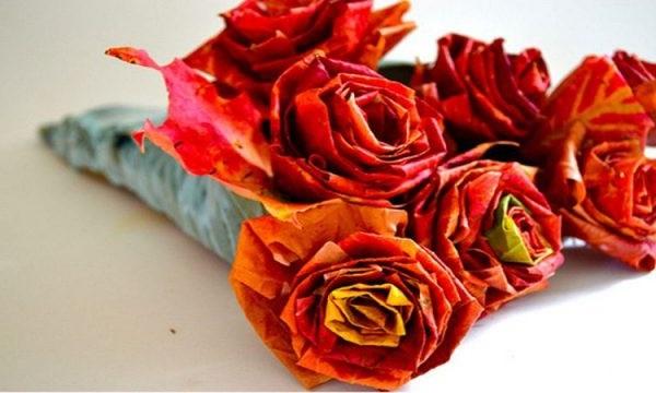 троянда з осіннього листя