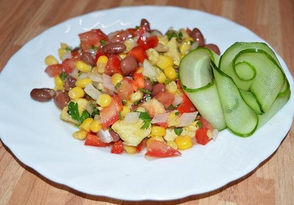 Салат з квасолею й цибулею