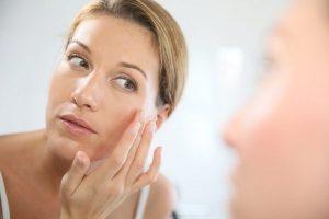 лущення шкіри на обличчі