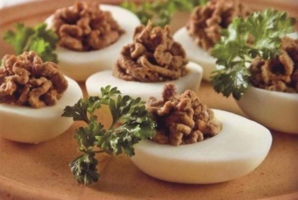 Яйця фаршировані паштетом