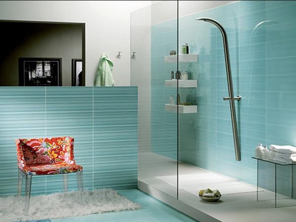 ванна кімната з душовою кабіною фотографії