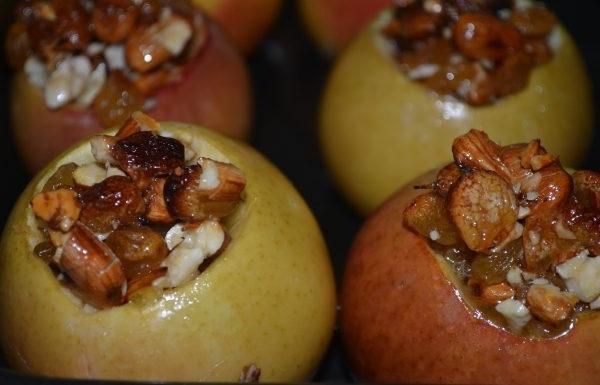 Печені яблука фаршировані