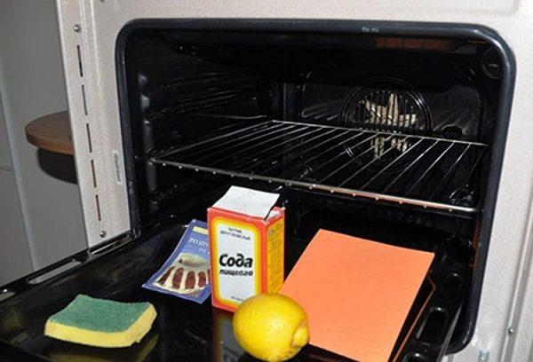 як почистити духовку за допомогою соди