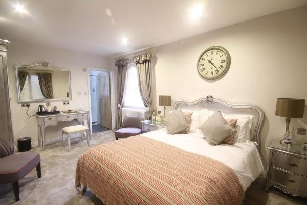 спальня в класичному стилі фото