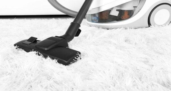 як почистити білий килим