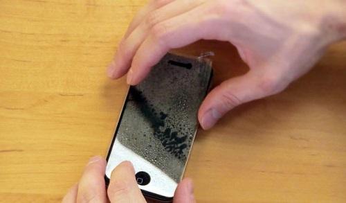 мокрий метод поклейки плівки для телефону