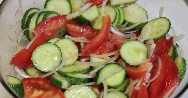 Салат з огірком і помідорами