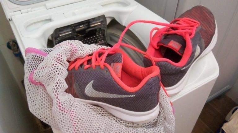 Як прати кросівки в пралці