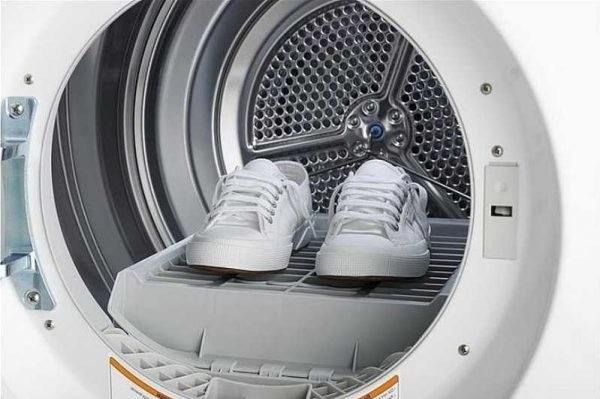 Як прати взуття в пралці
