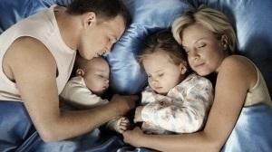 Як відучити дитину спати з батьками