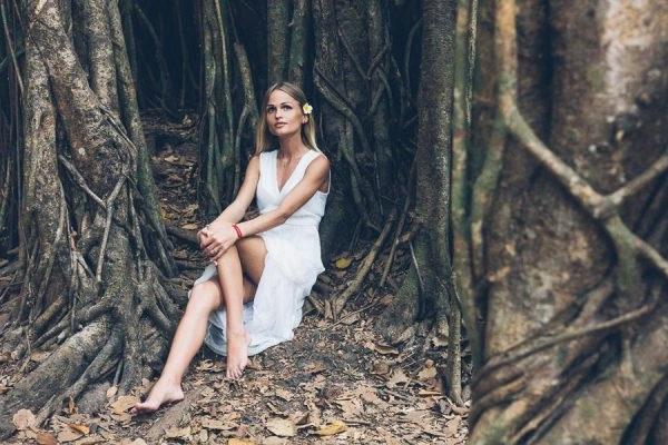 пози для фотосесії в лісі