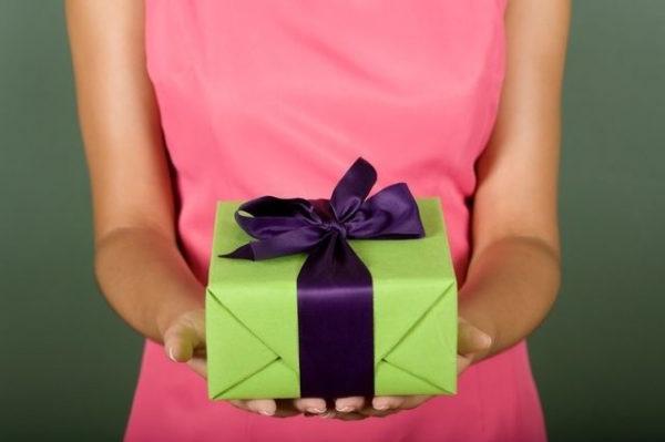 що подарувати чоловіку на день народження