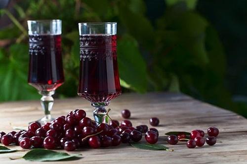 Сухе вино з вишні