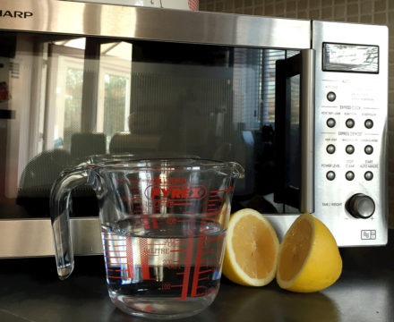 як почистити мікрохвильовку лимонною кислотою