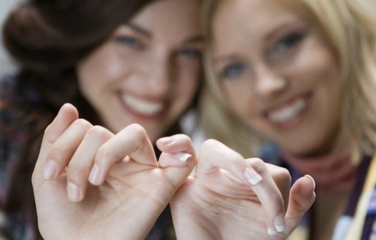 як помиритися з подругою якщо вона винна