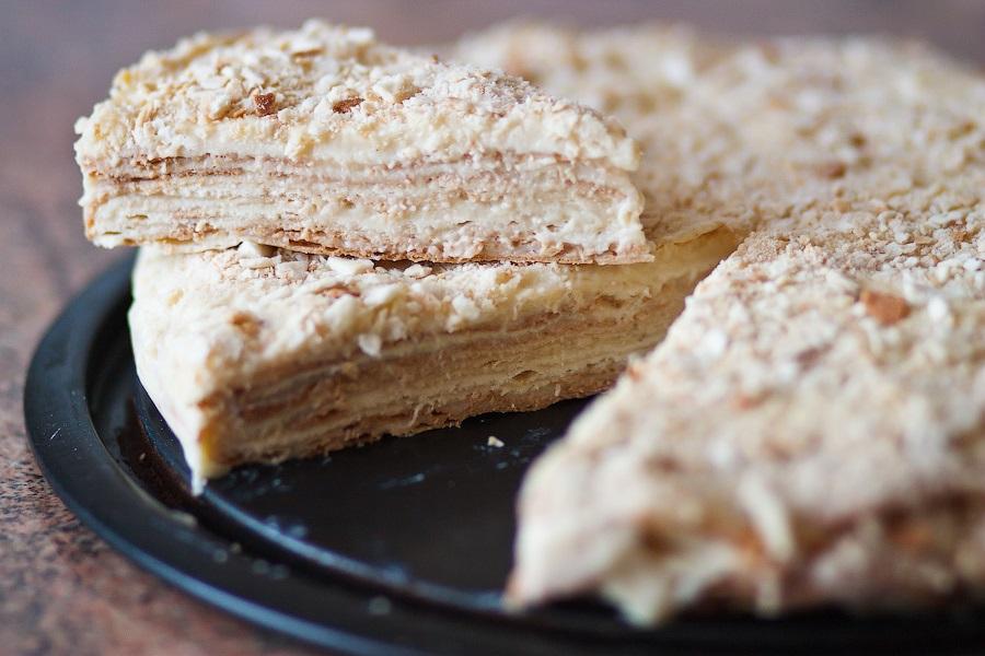 торт наполеон зі згущонкою