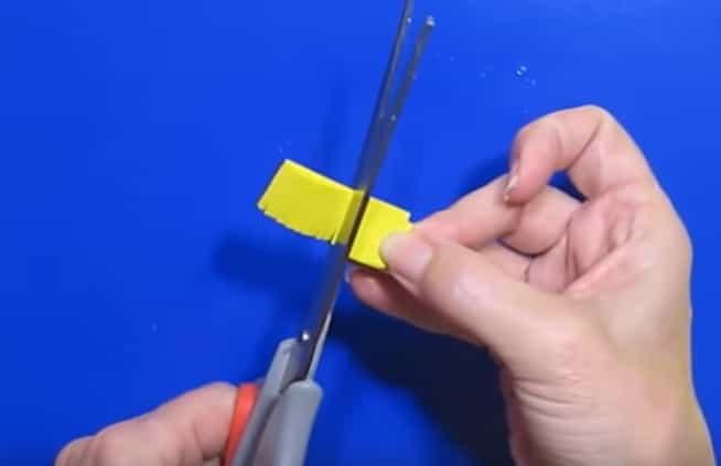 робимо бахрому з жовтого паперу