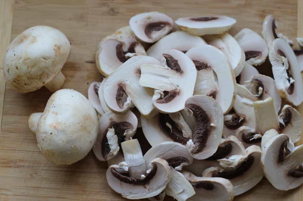 нарізаємо гриби