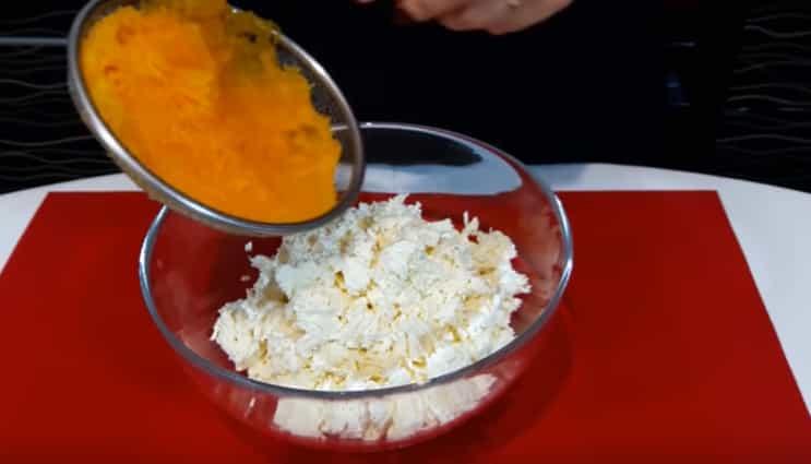додаємо гарбуз до сиру