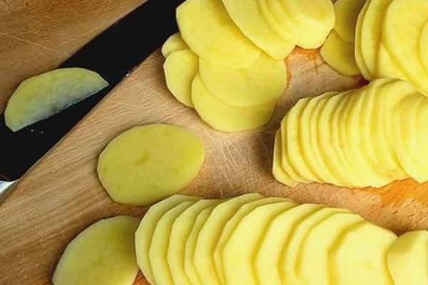 картоплю нарізаємо кільцями