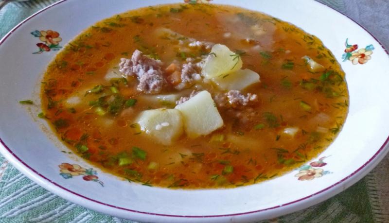Класичний суп з фаршем і вермішеллю