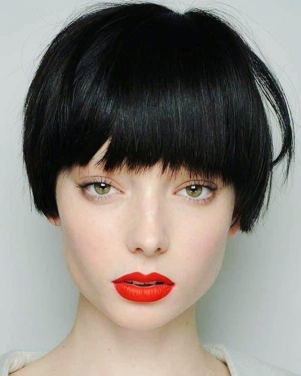 чорне фарбування короткого волосся