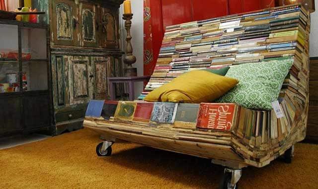 диван з книг