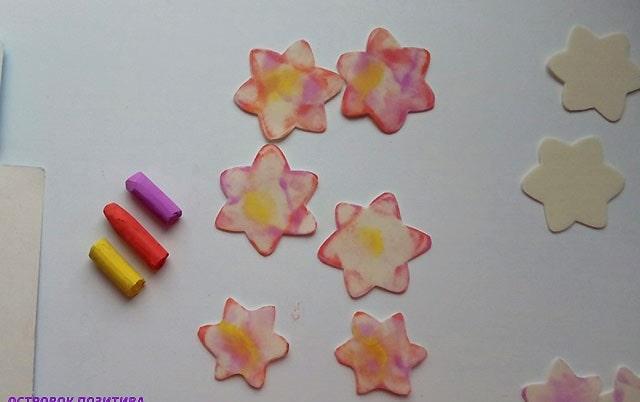 фарбуємо заготовки квітів