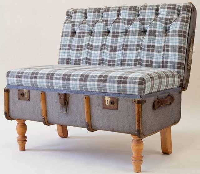 крісло з старого чемодану