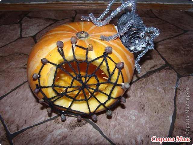 павутина з павуком з гарбуза