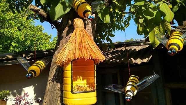 бджоли з пластикових пляшок