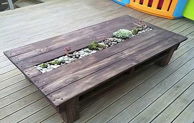 стіл з піддонів