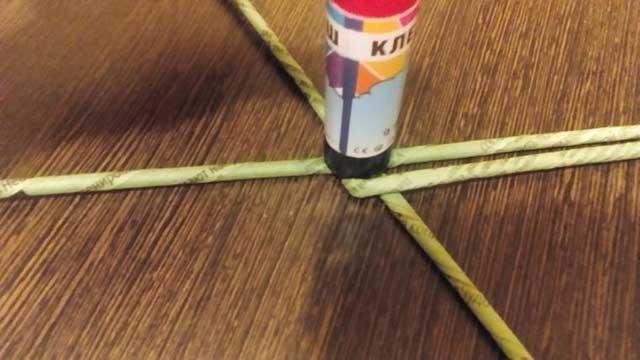 плетіння газетними трубочками
