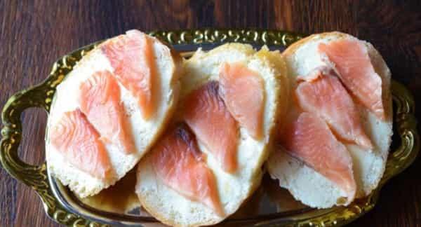 бутерброд з горбуші