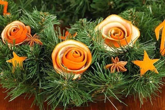 вінок з ялини і апельсинових кірок
