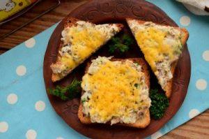 Бутерброди з сайрою в духовці