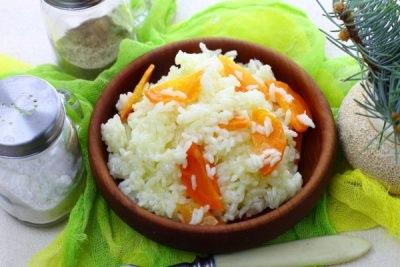 рис на гарнір на сковороді