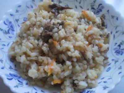 Рис з тушонкою в каструлі