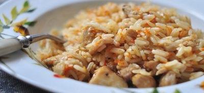 Рис з тушонкою в мультиварці
