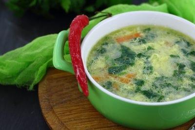 Суп зі шпинатом і яйцем